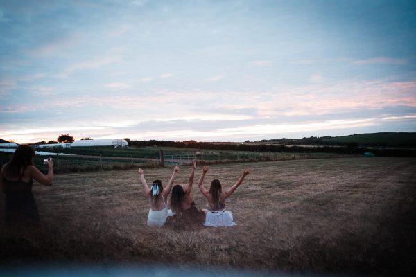 girls-in-field