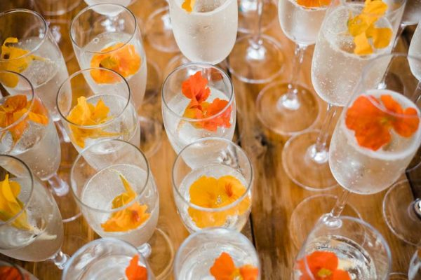 wedding-drinks-with-flowers